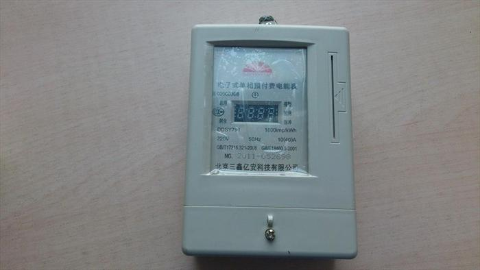 经互感器接入式电表其示数须乘以变比后