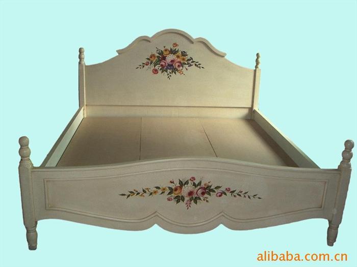 欧式 床头柜比床高多少
