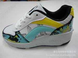 最新款男女儿童鞋 滑轮鞋 暴走鞋