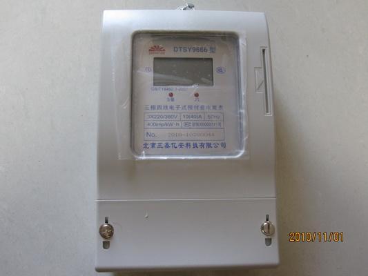 插卡电表安装:   1 打开电能表端钮盒盖,然后按接线图连接各端钮接线,接通电源。   2 用户将预购电量IC卡按卡上箭头方向(金属触点面向左)插入表内,显示器首先显示F1而后显示本次所购电量,再稳定显示F2而后显示器显示原剩余电量加上新购电量之和为当前剩余电量,此时可取下IC卡,显示熄灭。   3 当用户用电时,脉冲指示灯会随之闪亮。 插卡电表在正常使用过程中,自动对所购电量作递减计算。当电能表内剩余电量小于20度时,显示器显示当前剩余电量提醒用户购电。当剩余电量等于10度时,停电一次提醒用户购电,此时