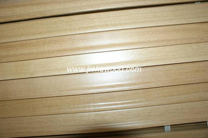 上海甄氏木业有限公司是家具部件、地板等、木、地板、厨房台面板等产品专业生产加工的公司,拥有完整、科学的质量管理体系。上海甄氏木业有限公司的诚信、实力和产品质量获得业界的认可。欢迎各界朋友莅临参观、指导和业务洽谈。 我司公司主要生产家具部件(抽屉板,山头板,侧面,面板)楼梯部件(楼梯踏步板,楼梯立柱,楼梯扶手,楼梯侧板)厨房台面板,整体橱柜,橱柜门,地板(实木地板,实木拼花地板,实木复合地板,多层复合地板,三层复合地板)实木门,实木复合门,门框,门边和线条,板材,集成材,竖拼板,桌面,树种有俄罗斯的柞木,水