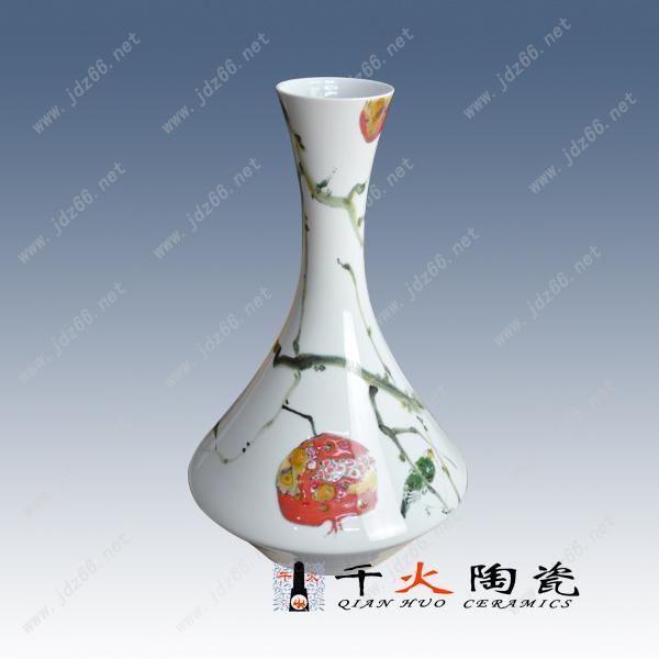 联系人:郑锦珠 (24小时联系电话 随时欢迎您的来电) 联系电话;13879852761(同V信) QQ:1065423008 景德镇的陶瓷是世界闻名的,在家中摆放陶瓷花瓶,寓意家中平平安安,生产花瓶的地方很多,其中景德镇的陶瓷花瓶是很有名的,很多家庭在居家装饰的时候都喜欢摆放陶瓷花瓶,可以美化家的装饰;还有一些小花瓶可以用来插花,即实用又美观;还有陶瓷的花瓶它可以作为收藏,经过时间的积累,景德镇的陶瓷花瓶经高温炼制而成,不会褪色,不管时间的变迁,它还是原来的那个样子。 说了陶瓷花瓶的那么的好处,现在小
