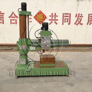 悬挂式汽车大梁冷铆机由铆钳和液压控制系统组成