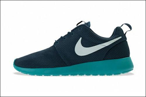 耐克roshe run推出春夏季新款配色鞋履