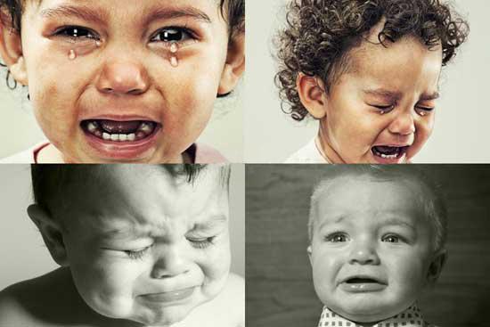 几个含泪的外国小孩充满了委屈,让人瞬间产生怜悯之心.