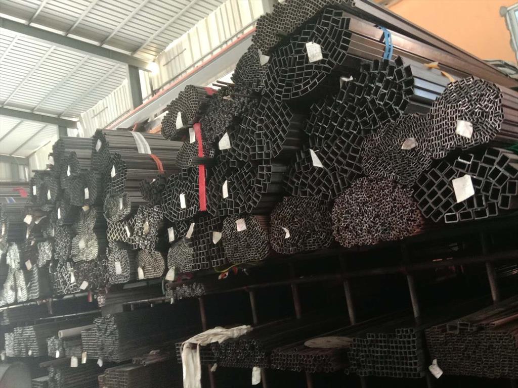 角钢;方钢;圆钢;槽钢;扁钢;镀锌管;镀锌板;冷热轧板;花纹板;方管;矩形管